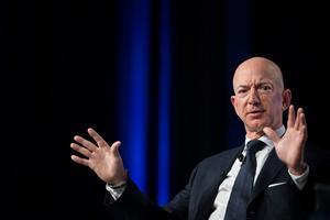 Bezos compra lo que quiere y donde quiere.