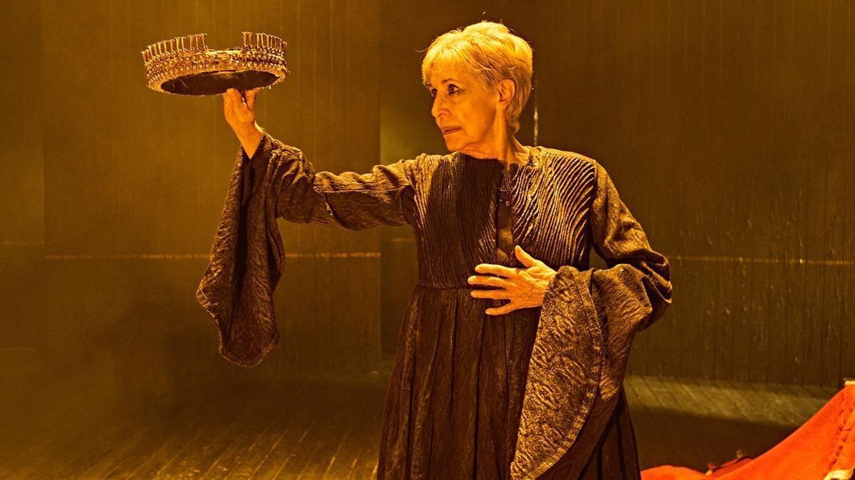 Concha Velasco, en una escena de la obra 'Reina Juana'.