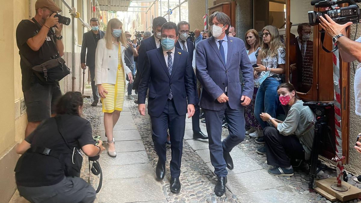El president Pere Aragonès y Carles Puidemont durante su encuentro en l'Alguer.