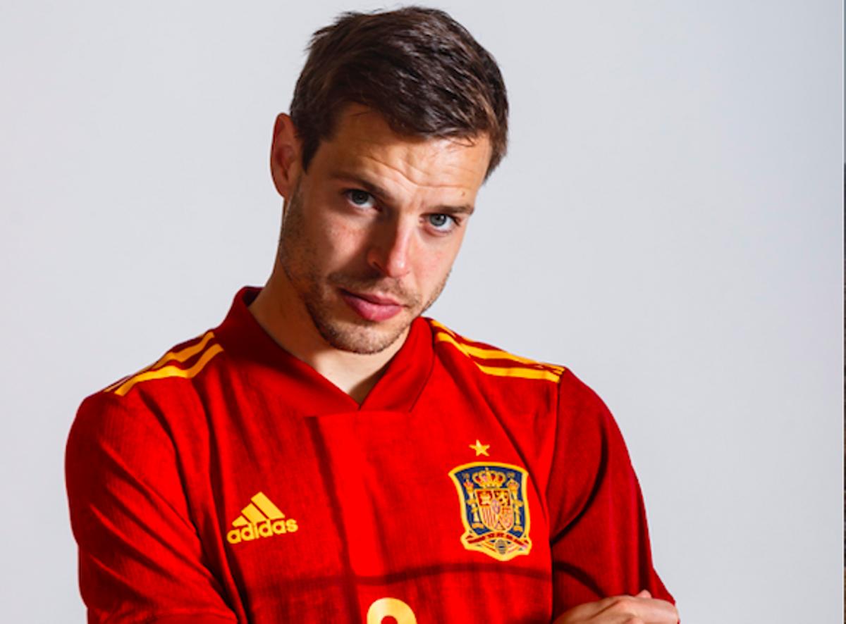 Azpilicueta, en una foto con la selección española.