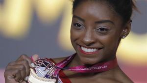 Simone Biles, con el oro ganadoen salto.