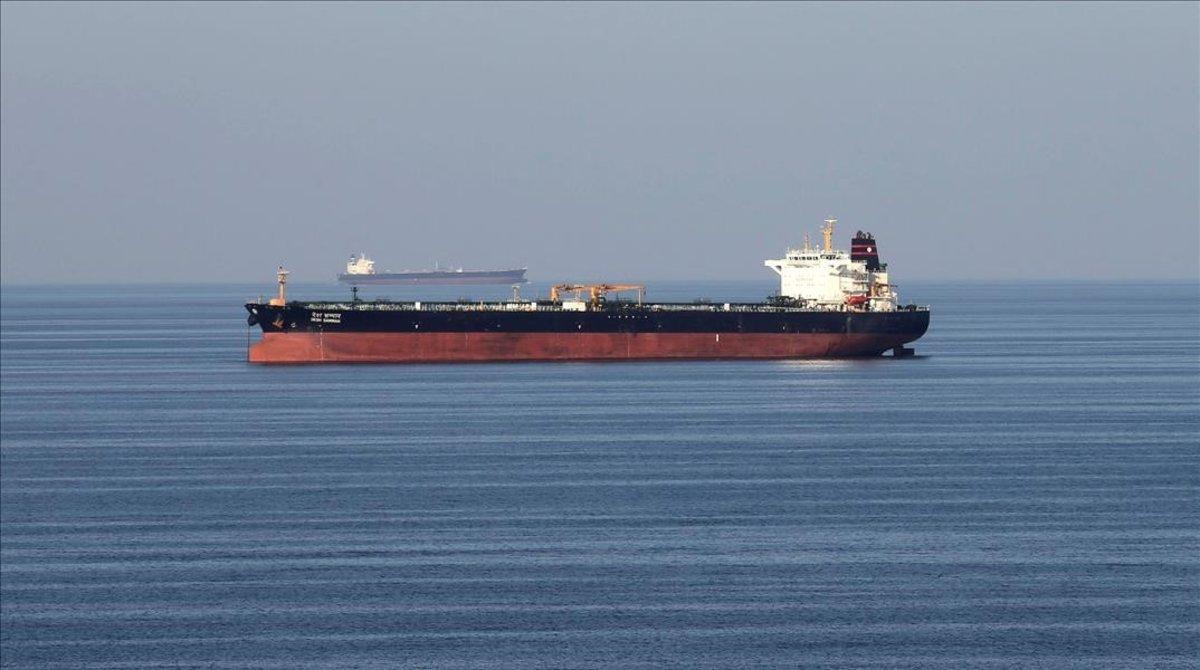 Piratas secuestran a cuatro tripulantes de un buque cisterna en el golfo de Guinea