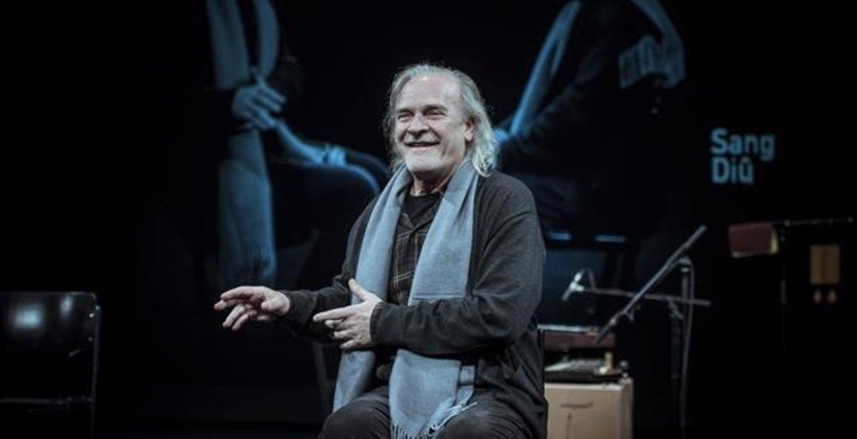 Lluís Homar, en una escena de 'La neta del senyor Linh', que programael Lliure de Montjuïc.