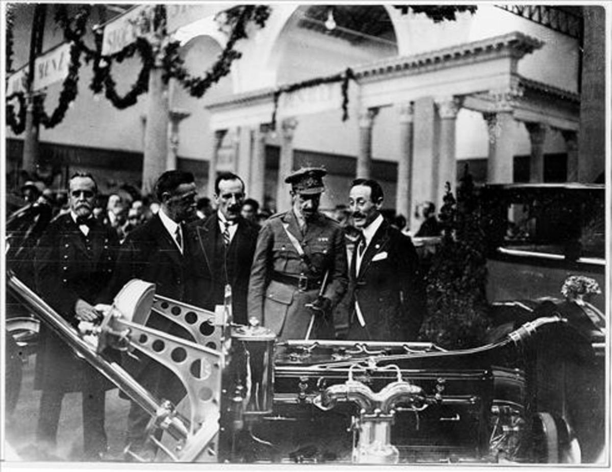 Visita de Alfons XIII al Salón del Automóvil de Barcelona, en 1924.