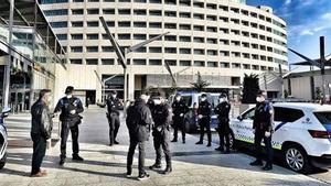 La falta de turistes al centre de Barcelona desplaça els lladres a les terminals de ferris