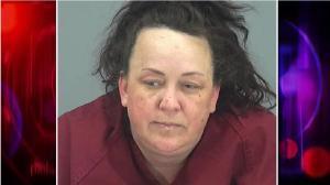Los menores explicaron a la policía de Arizona que su madre, en la foto, los rociaba con gas pimienta y los golpeaba a diario.