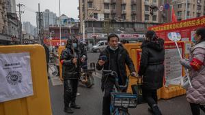 Wuhan cumple casi un año de su peor pesadilla entre el temor a revivirla