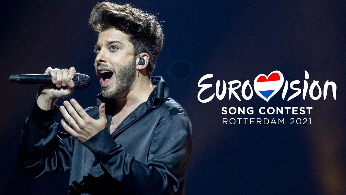 Blas Cantó en el escenario de Eurovisión 2021 durante la gran final