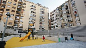 El nuevo jardín urbano en el interior de manzana en el que se ubicaba el cine Urgell, este sábado.