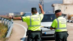 Control de la Guardia Civil en una carretera valenciana, este lunes.