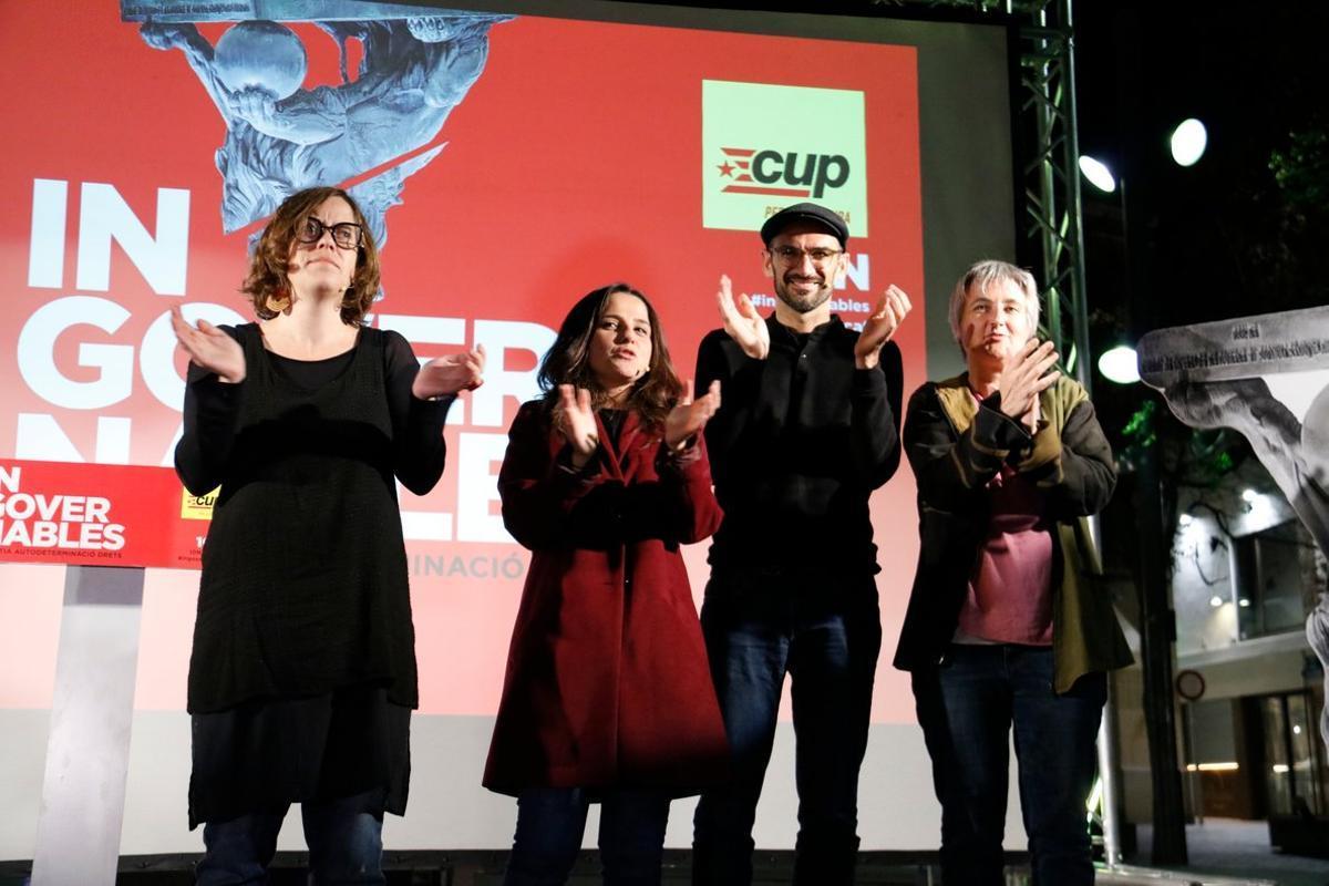 Acto de la CUP en Terrassa con Eulàlia Reguant, Maria Sirvent, Maties Serracant y Cristina Mas.