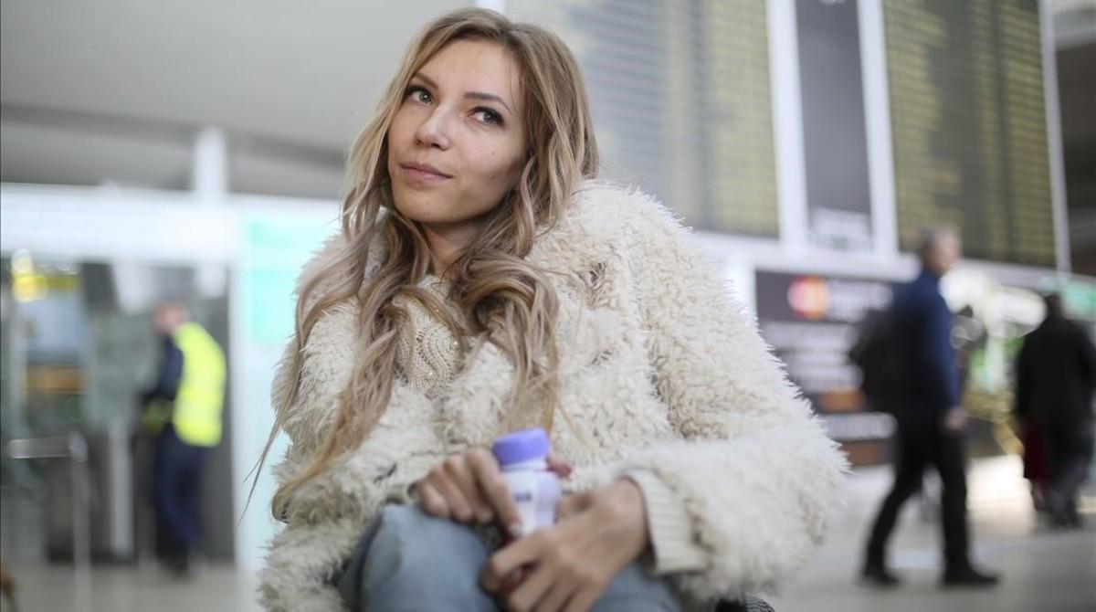 La cantante Yúlia Samóylova, representante de Rusia en el Festival de Eurovisión, en el aeropuerto Sheremetyevo de Moscú.