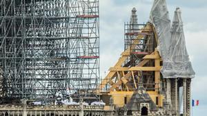 Vista de los trabajos de consolidación en la fachada de la Catedral de Notre Dame.