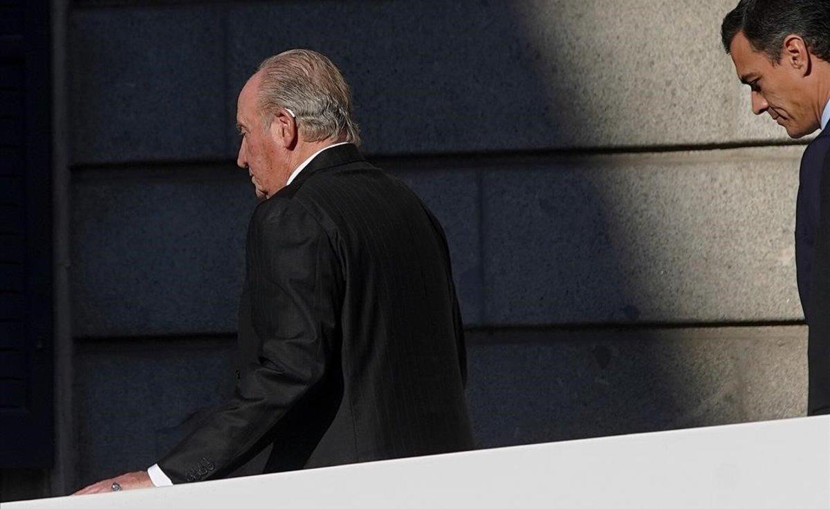 El rey Juan Carlos I y Pedro Sánchez.