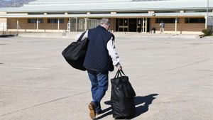 Rato se dirige a la entrada de la prisión de Soto del Real para ingresar en prisión el 25 de octubre del 2018.