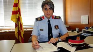 La subinspectora Rosa Negre en la comisaría de los Mossos d'Esquadra de Vistalegre, en Girona.