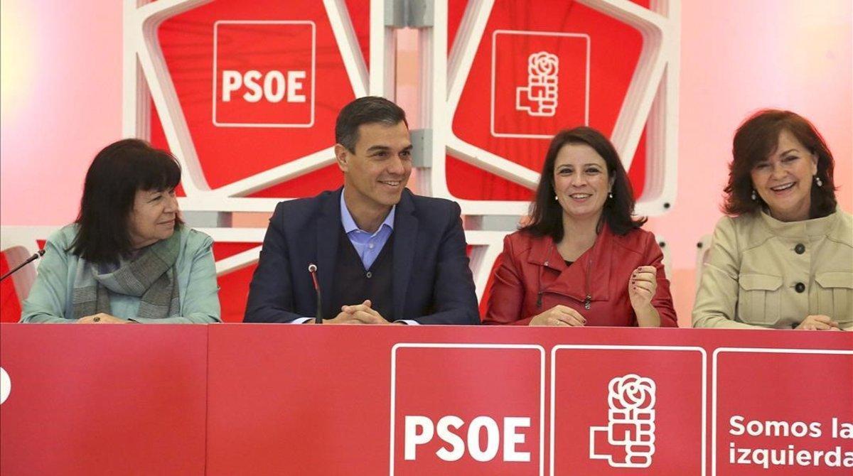 Cristina Narbona, Pedro Sánchez, Adriana Lastra y Carmen Calvo, este lunes durante la Ejecutiva del PSOE.