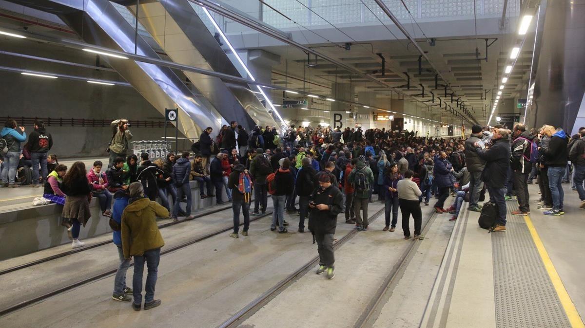 Vías cortadas en la estación del AVE de Girona.