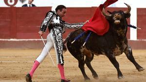 Enrique Ponce torea en la Feria de San Juan y San Pedro de León, este domingo.
