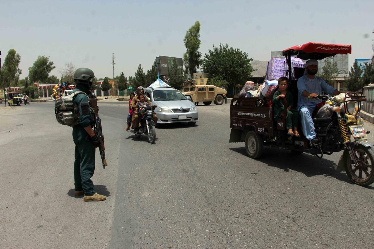 Control de carretera de la fuerzas afganas en Kandahar.