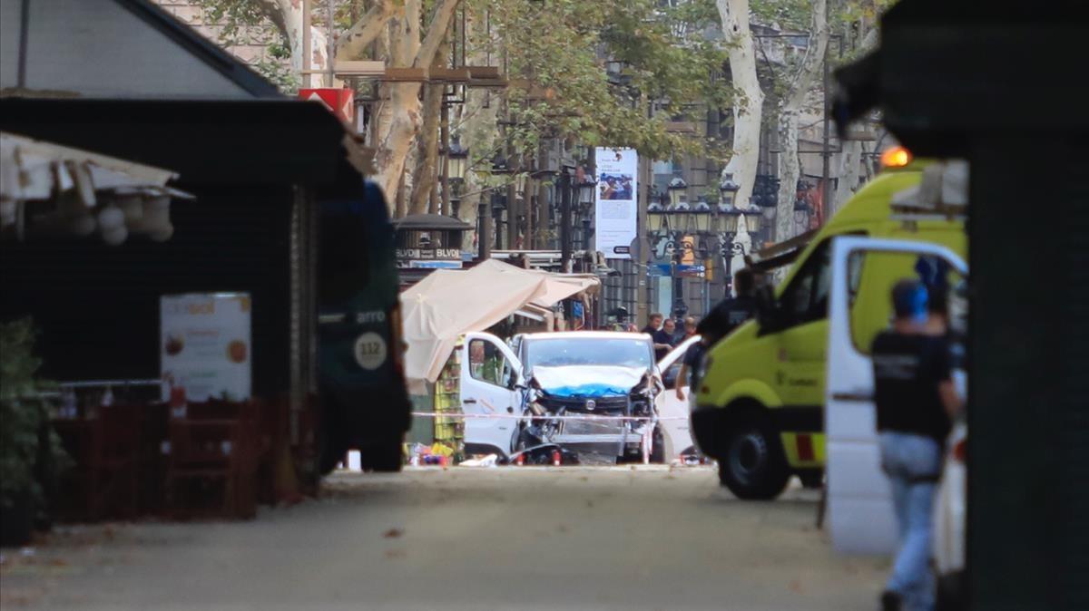 Imagen de la furgoneta que arrollo a los viandantes de la Rambla de Barcelona el pasado 17 de agosto.
