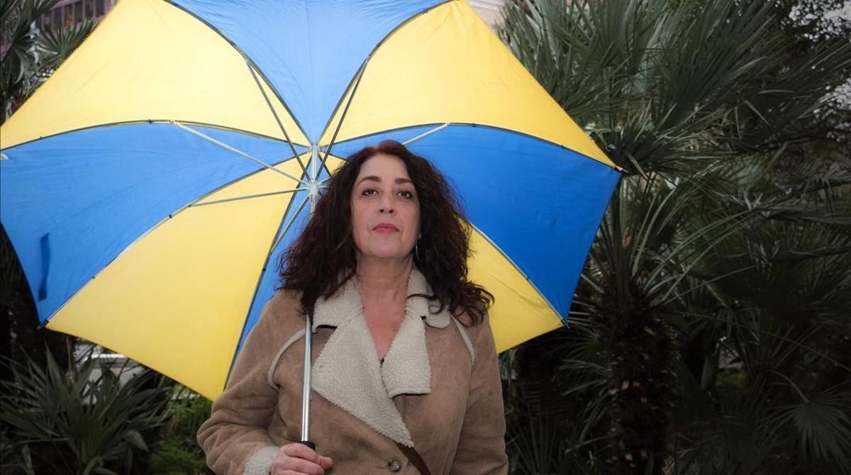 Núria Miret, en la Diagonal barcelonesa.