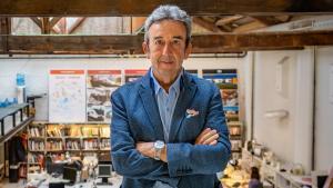 El arquitecto Luis Alonso, el pasado jueves en su estudio, en el complejo Palo Alto, en Poblenou.