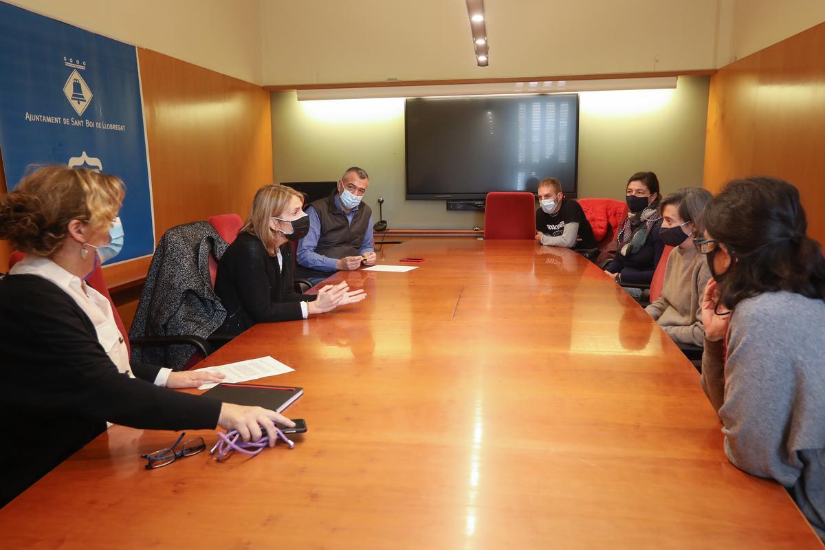 Apoyo unánime del pleno municipal de Sant Boi a los trabajadores de Premiumlab