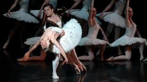 Una pieza clásica con dos virtuosos bailarines: Cristina Terentiev y Aleksander Petrichenko.