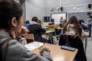 Pruebas de competencias básicas de cuarto de la ESO en el instituto La Llacuna de Barcelona, en febrero del 2018.