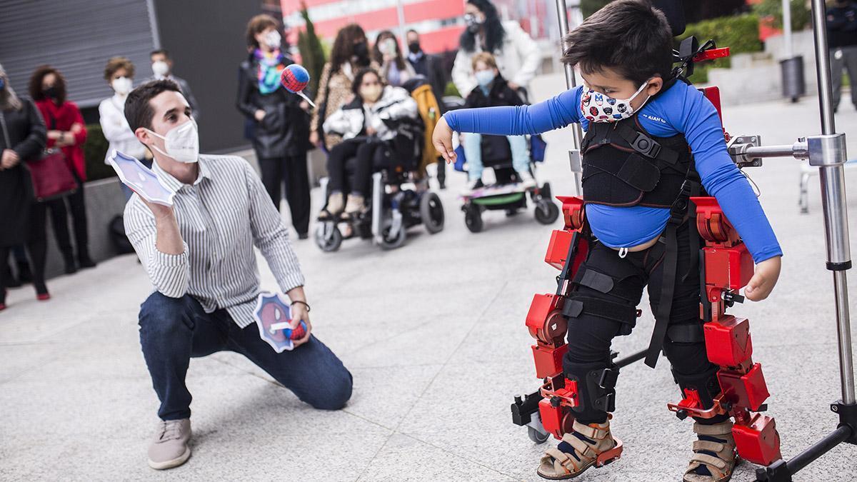 Primer exoesqueleto pediátrico del mundo patentado por el CSIC