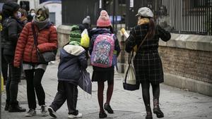 Vuelta al cole tras las vacaciones de Navidad en la escuela Mare de Déu del Roser de Barcelona.