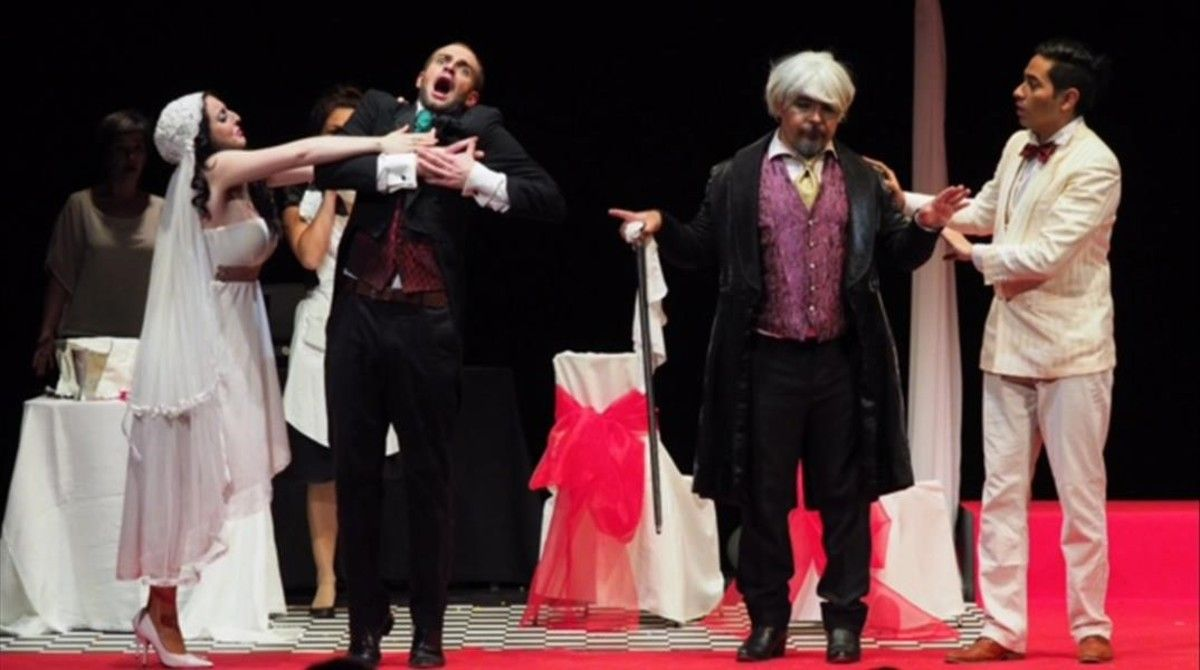 Irene Mas (Sofia), Roberto Maietta (Gaudenzio), Jorge Tello (Bruschino) y César Cortés (Florville), en la ópera 'Il signor Bruschino', de Gioachino Rossini, presentada en la temporada Òpera de Cambra de Barcelona.