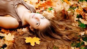 La caída del pelo es habitual en otoño.