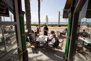 Turistas alemanes en una terraza de Palma de Mallorca.