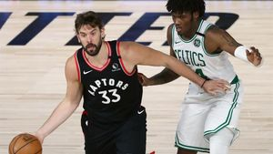 Marc Gasol y Robert Williams, en el cuarto partido entre Toronto y Boston.