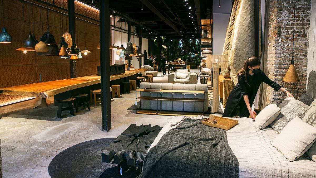 Interior de una de las últimas tiendas de interiorismo que ha abierto en la Diagonal, Dareels, en el número 484.