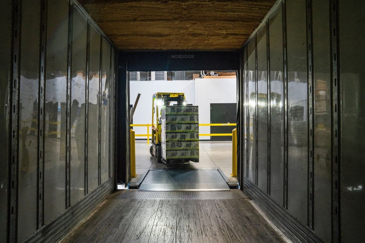 La logística dispara su valor y el comercio se hunde por la pandemia