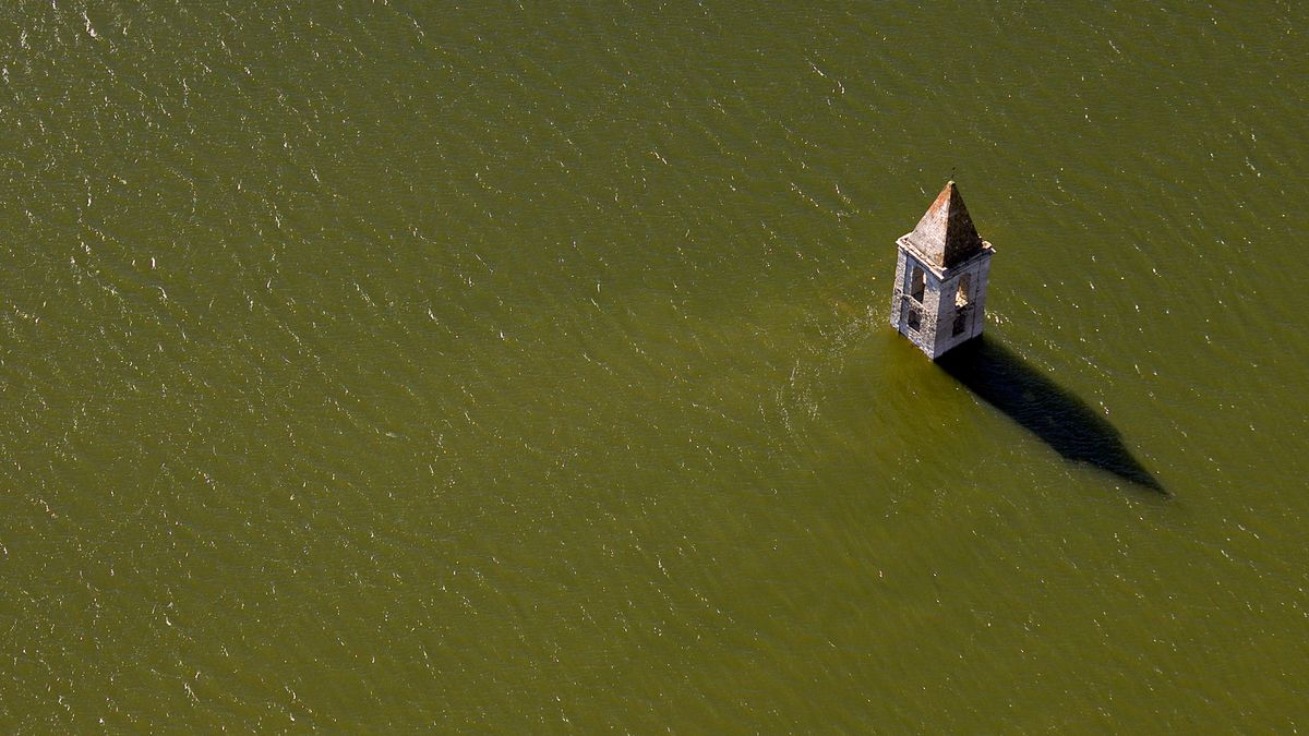 Iglesia del pantano de Sau