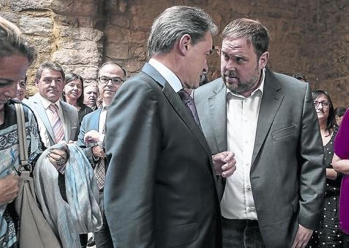 Mas y Junqueras conversan en el acto celebrado el pasado domingo en Cardona.
