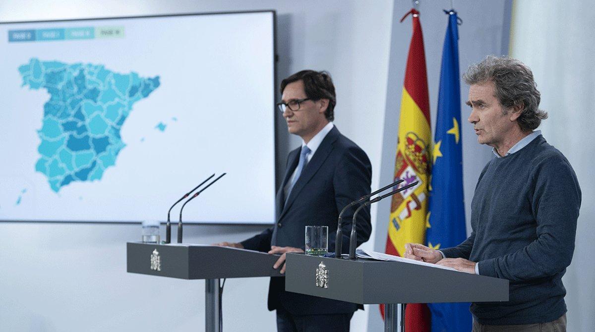Salvador Illa y Fernando Simón, durante una de sus comparecencias para explicar la gestión de la pandemia de coronavirus desde la Moncloa, el 8 de mayo.