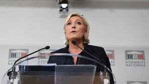 "Le Pen diu que la UE ha donat ""un cop d'estat"" a Itàlia"