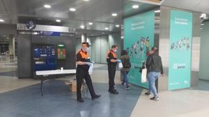 Rubí reparteix 10.000 mascaretes entre els usuaris del transport públic