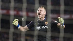 Cillessen, eufórico tras parar un penalti al Sevilla en la Copa del Rey.