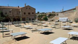 Plano general de la plaza de Cal Racó de Cervera preparada para celebrar actos en la semana previa del Aquelarre, el pasado lunes 24 de agosto