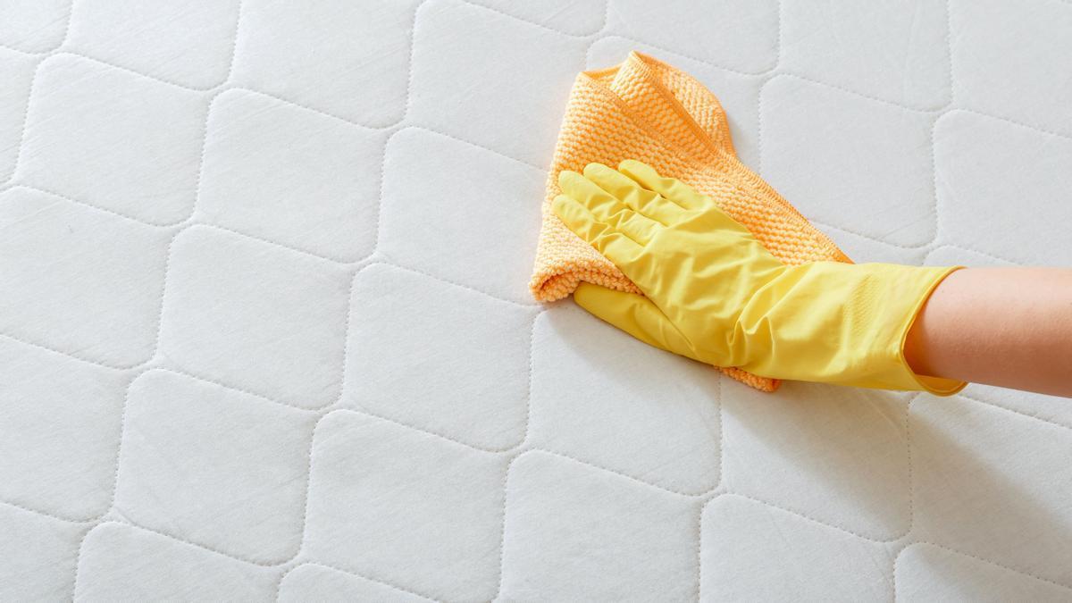 Eficaz método para limpiar el colchón.