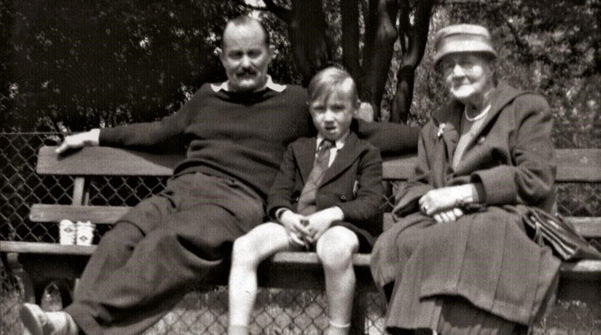 Phil Collins con su padre y su abuela.