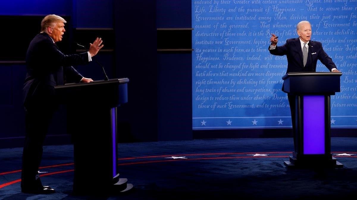 El presidente de EEUU, Donald Trump (izquierda), y el aspirante demócrata a la Casa Blanca, Joe Biden, en el primer debate de la campaña electoral, el pasado 29 de septiembre.