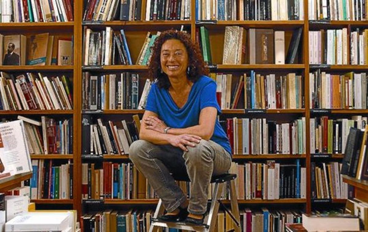 La escritora Maite Carranza, el pasado martes en la librería Laie de Barcelona.