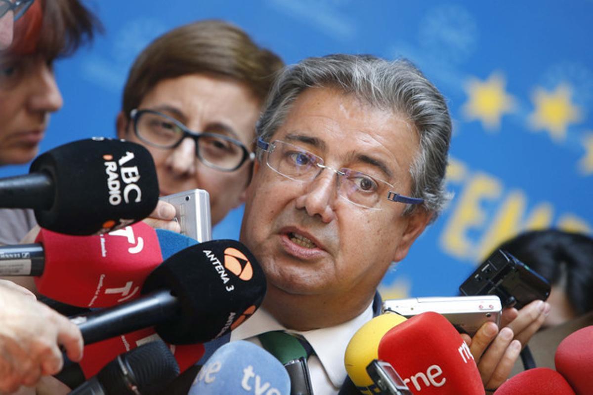 El presidente de la Federación Española de Municipios y Provincias (FEMP), Juan Ignacio Zoido, en declaraciones a los medios de comunicación.